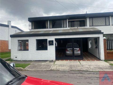 vendo casa en barrio las villas 28270 m2 4 habt 2 pisospatioesqui