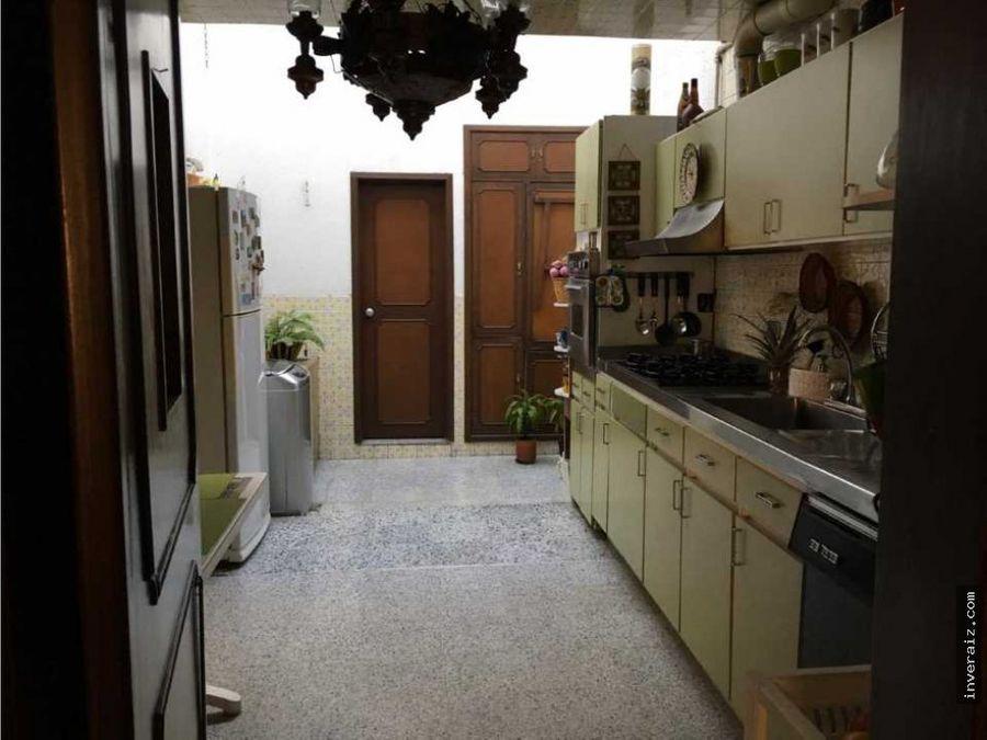vendo casa en alhambra permuta x apto menor valor 246mtrs yg