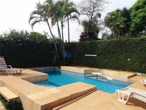 vendo hermosa residencia con piscina en encarnacion