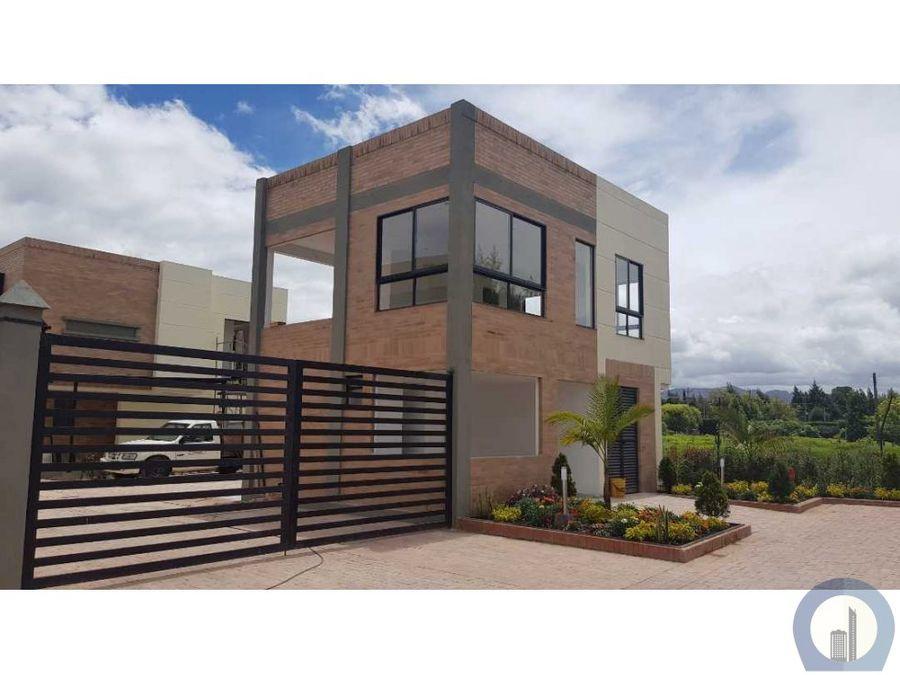 vendo linda casa como nueva dos niveles