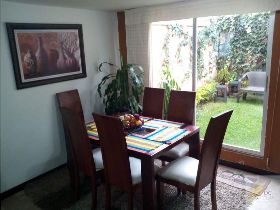 vendo linda casa con zona verde interior umilitar