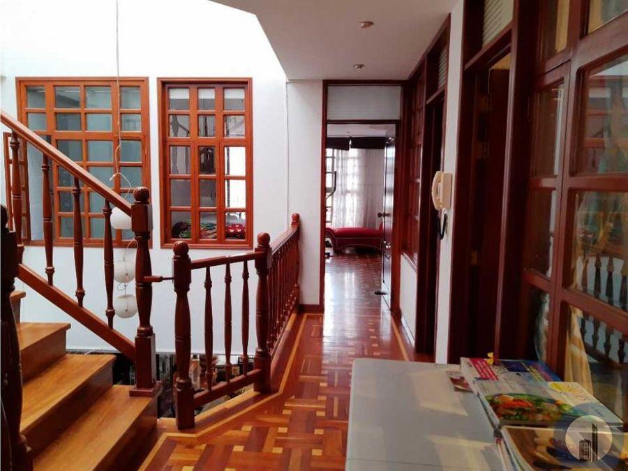 vendo linda casa amplia central