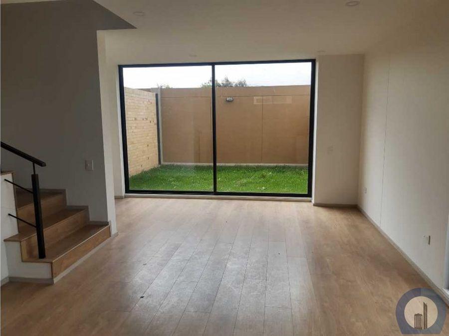 vendo linda casa estrenar esquinera