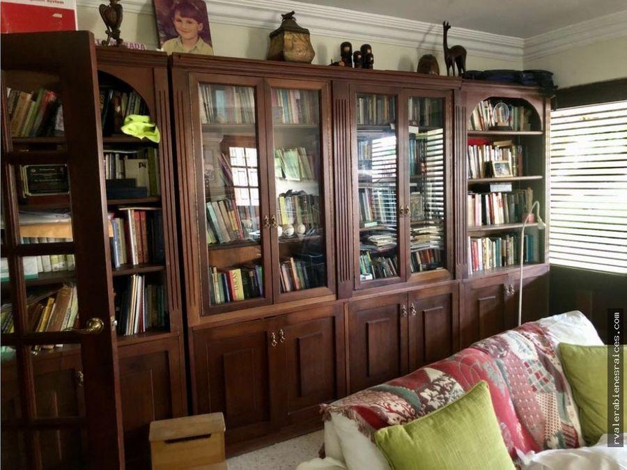 vendo super espaciosa casa en gascue