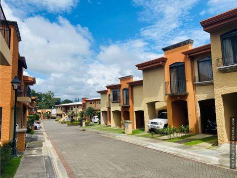 vendo alquilo casa en condominio brasil de mora