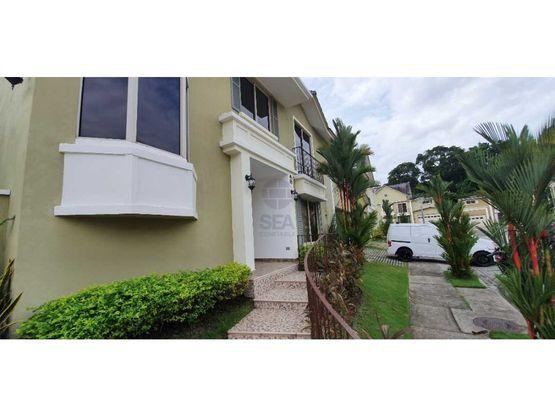 venta o alquiler casa de esquina embassy garden