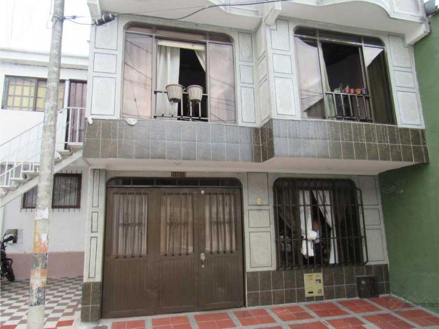 venta casa de 2 niveles barrio 7 de agosto