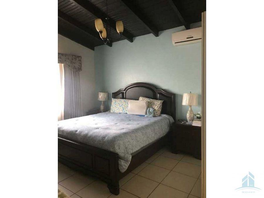 venta de bonita casa residencial venecia