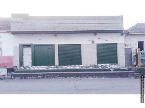 se vende o se permuta casa comercial en sector de la calle 30