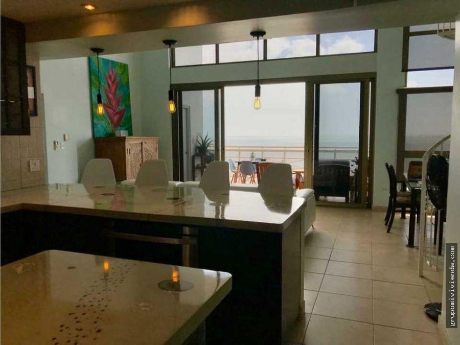 venta de casa con atico unico frente a la playa