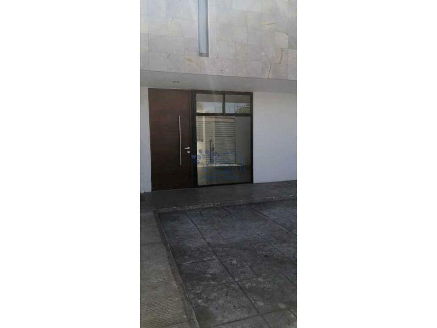 venta de casa de 2 niveles en calle materialistas loma bonita