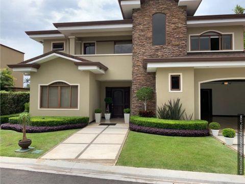 venta de casa en residencial cerrado tres rios