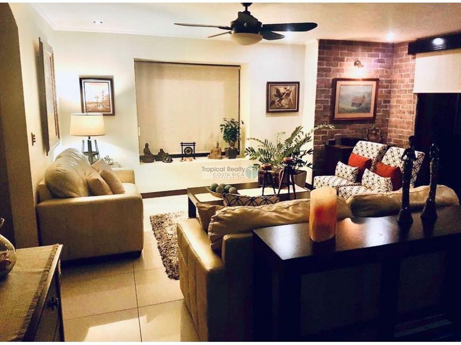 venta de linda casa en el condominio via nova