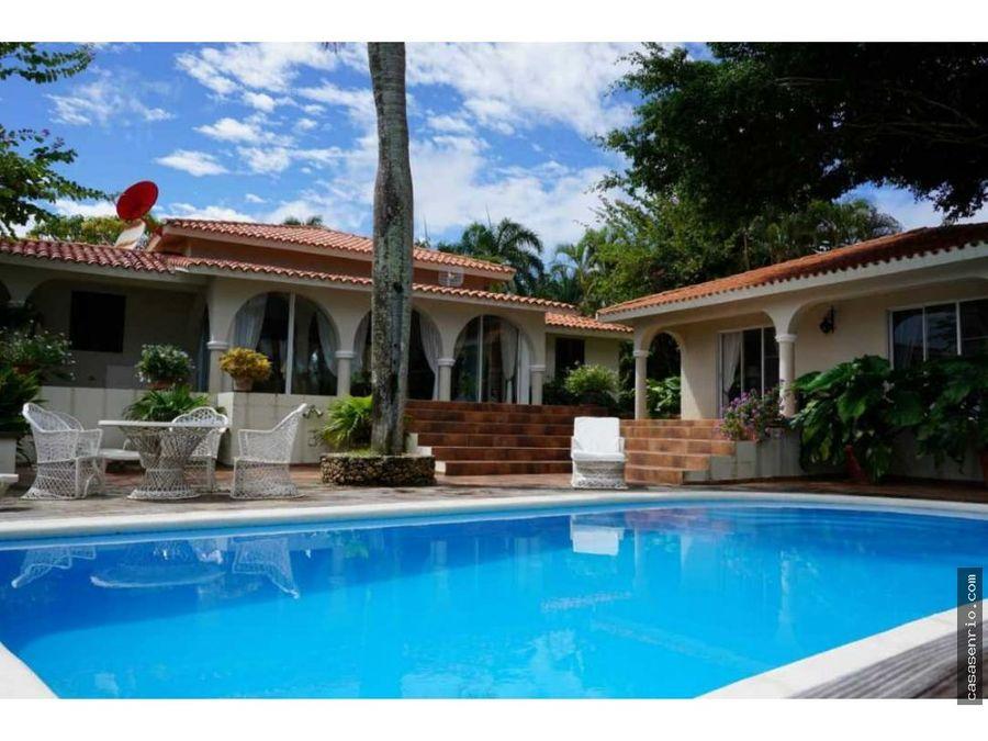 villa de alquiler con piscina en los farallonescabrera