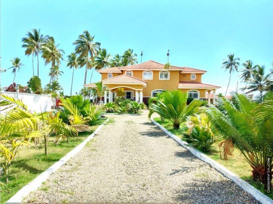 villa las canas frente a la playa amplios espacios interiores