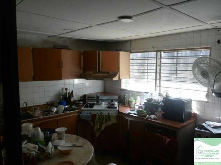 amplia vivienda en venta en la carrera 43 87