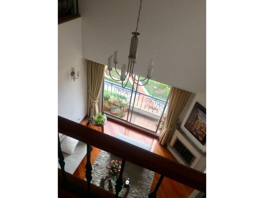 vendo espectaular apartamento duplex en santa barbara oc