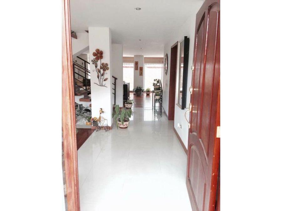casa de 3 niveles venta chia 690 millones