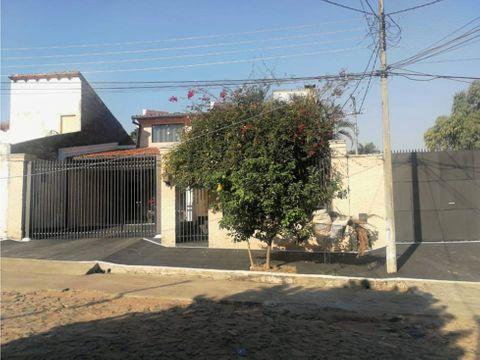 se vende residencia en barrio felicidad lambare