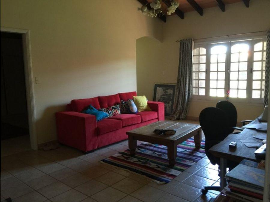 terres vende residencia en barrio mburucuya