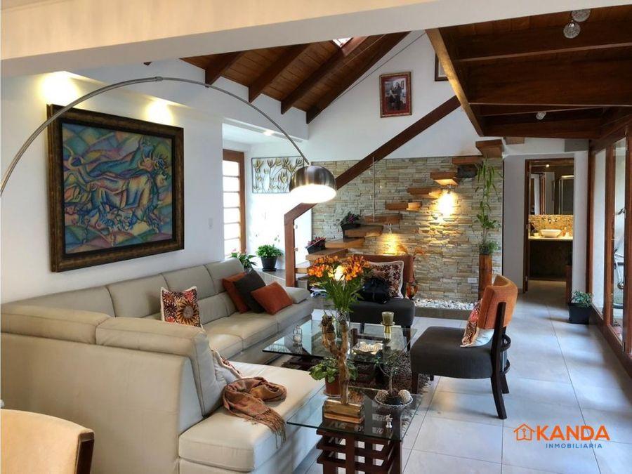 hermosa casa 220m venta cumbayala primavera