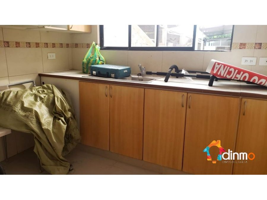 oficina esquinera 100 m2 con vista cumbaya en arriendo
