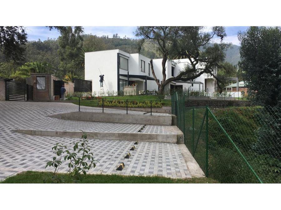 c casa en cumbaya dentro de urbanizacion
