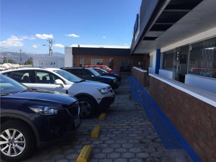 local con 20 parqueaderos via principal puembo