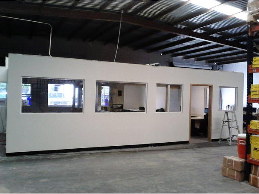 bodega con oficinaslocal para almacenaje puembo