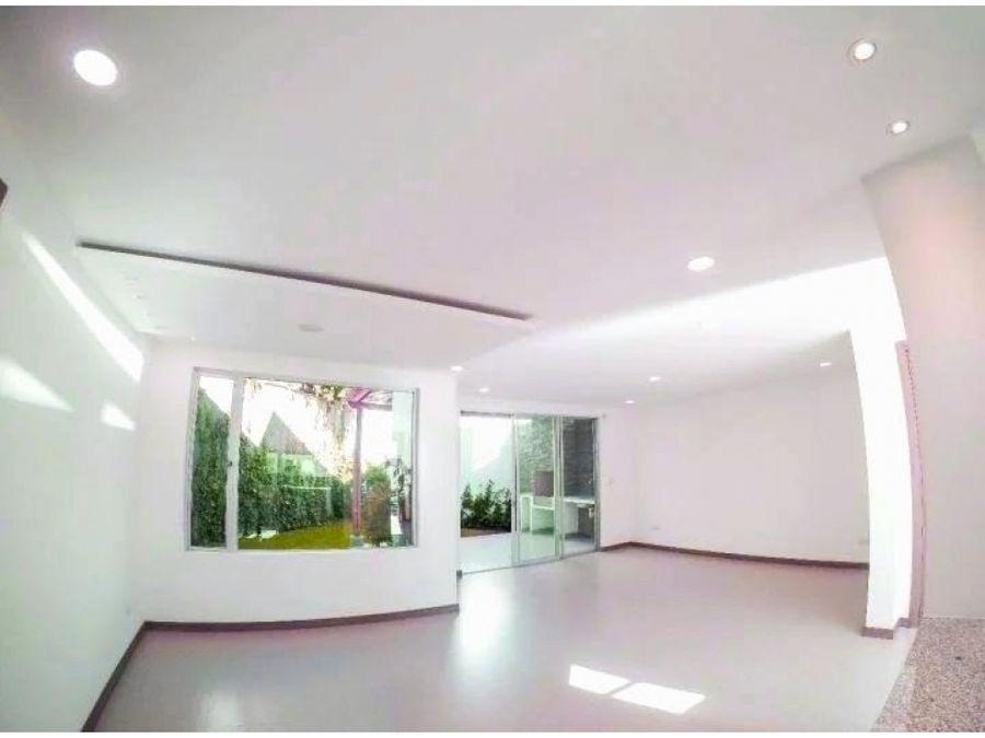 c hermosa y amplia casa de renta san juan cumbaya