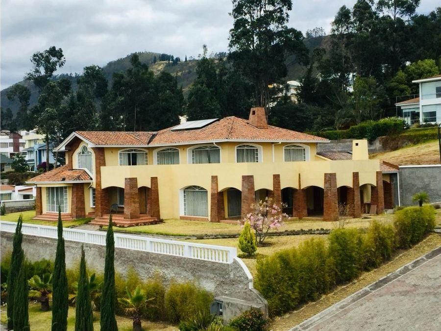 c linda casa en cumbaya