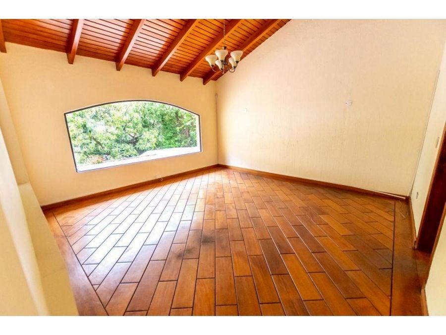 c sector santa lucia 250 m2 en cumbaya casa hermosa y amplia