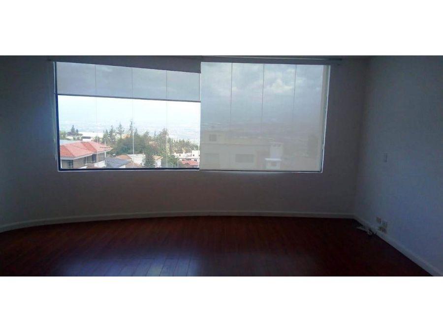 casa en venta con vista urb san isidro cumbaya