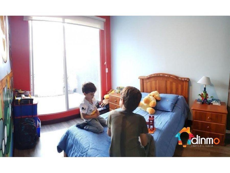 casa en tumbaco 3 dorm sala de estar balcones