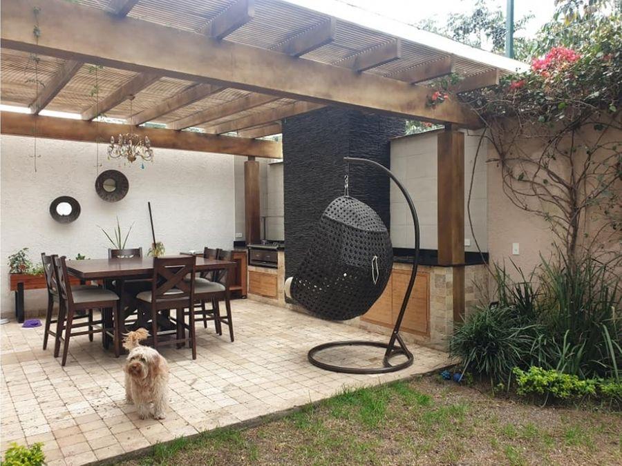 c hermosa casa como nueva de venta en cumbaya