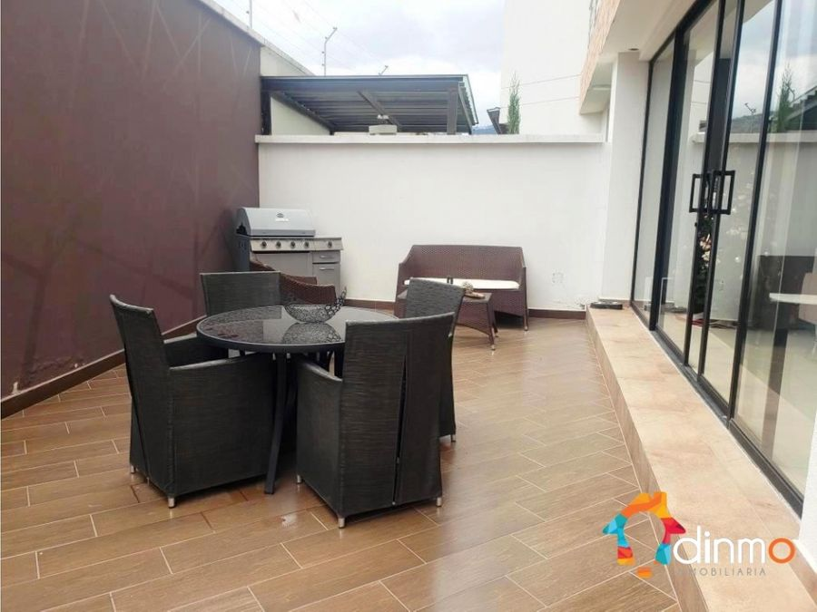 duplex cumbaya en rentacon patio vista piscina gym bbq