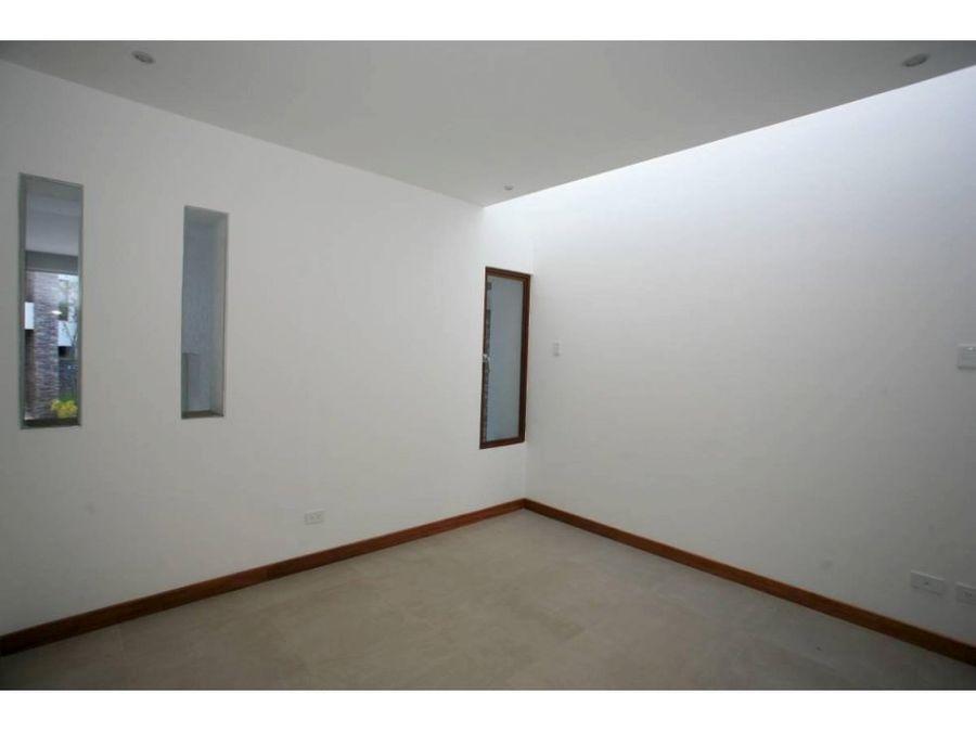 c hermosa casa en venta san juan de cumbaya