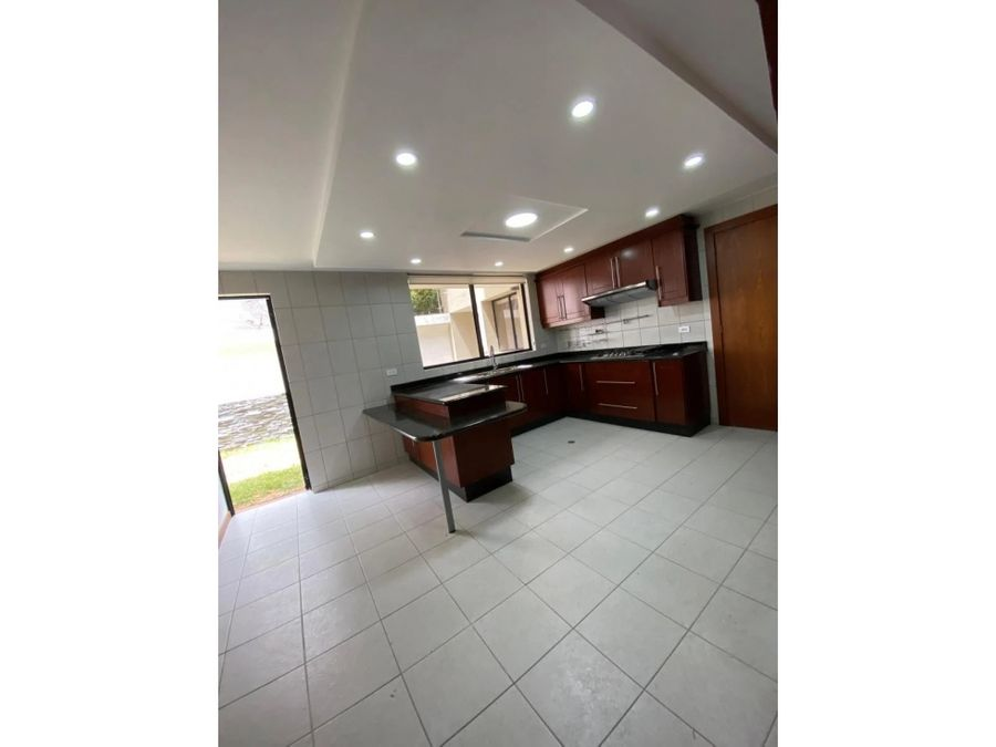 c renta de casa en conjunto sector santa ines cumbaya