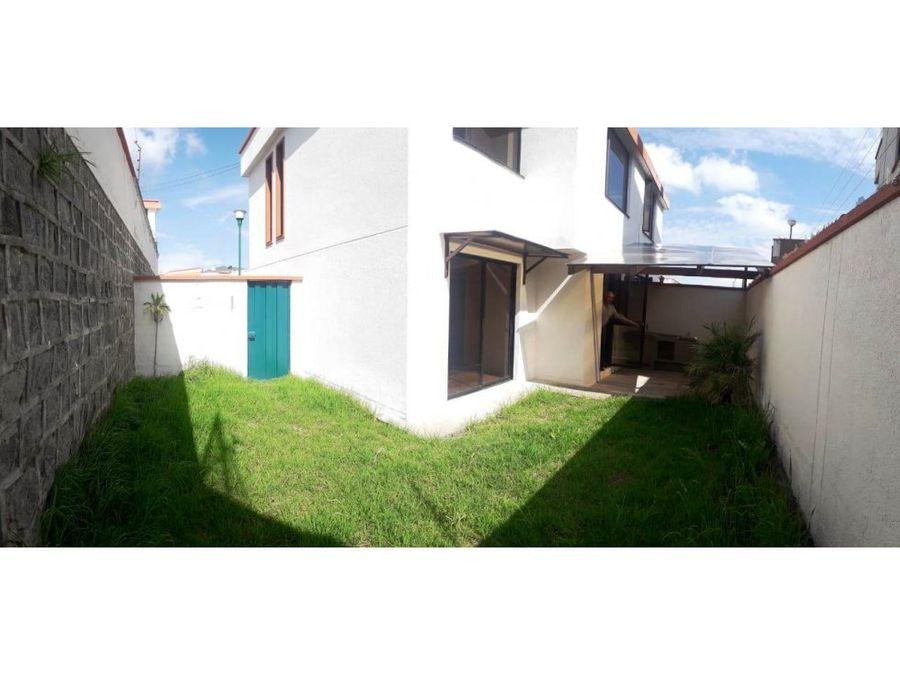 d casa de dos plantas patio ampliado venta