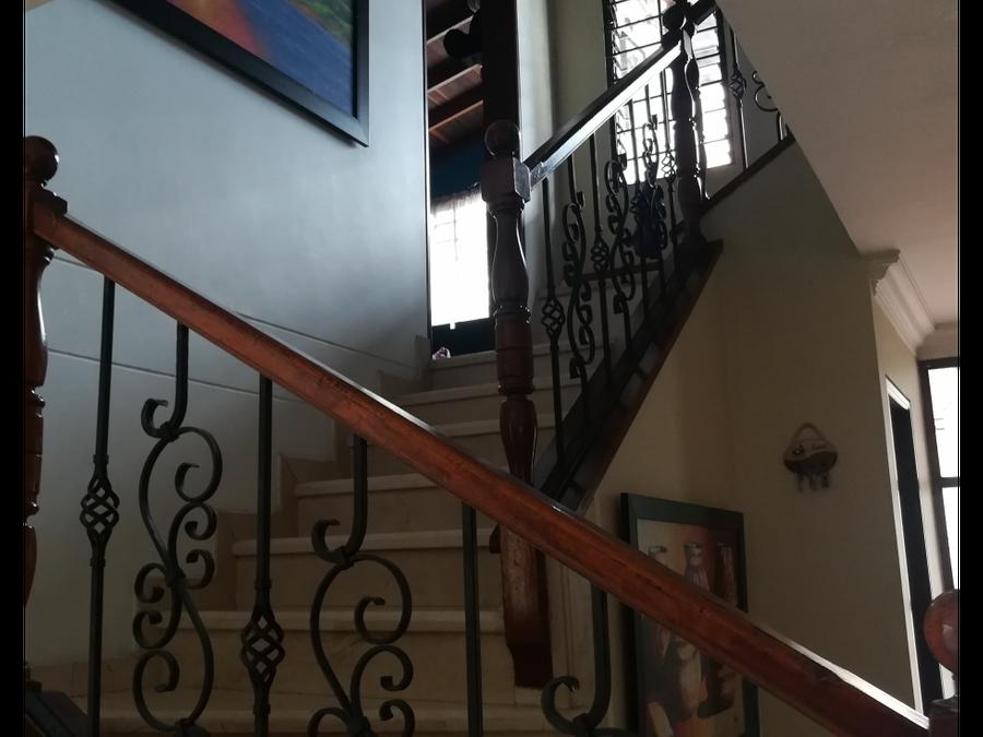 encuentre amplios espacios en casa la castellana