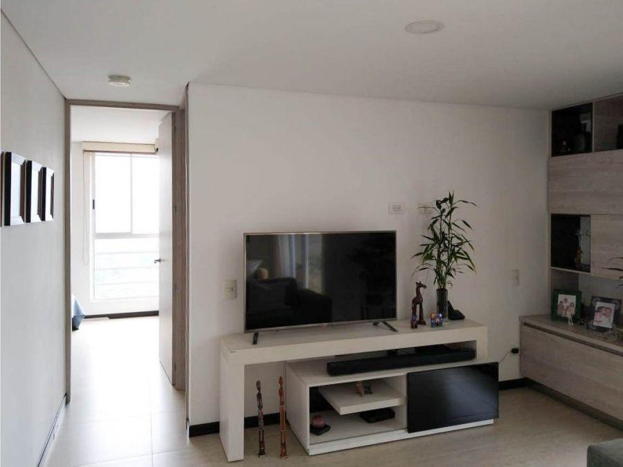 se arrienda apartamento como nuevo en el barrio suramerica itagui