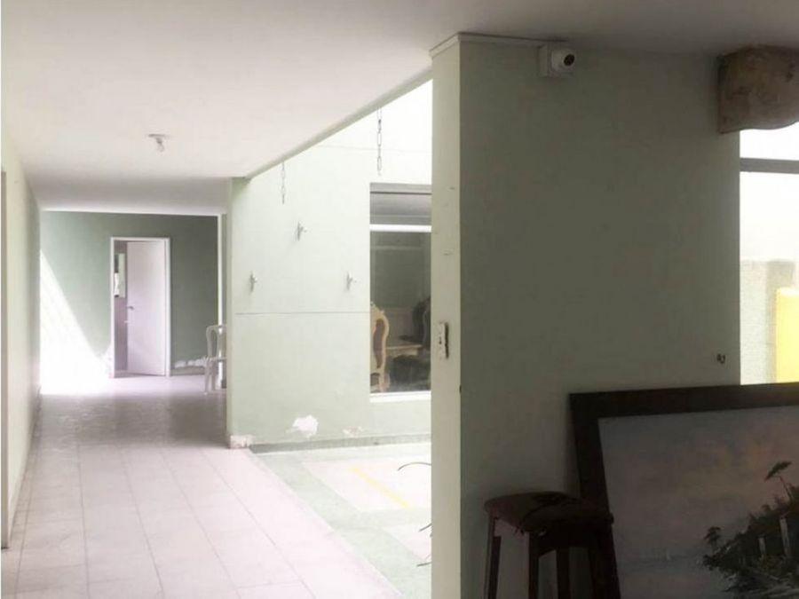 venta de amplia casa en el barrio los colores medellin