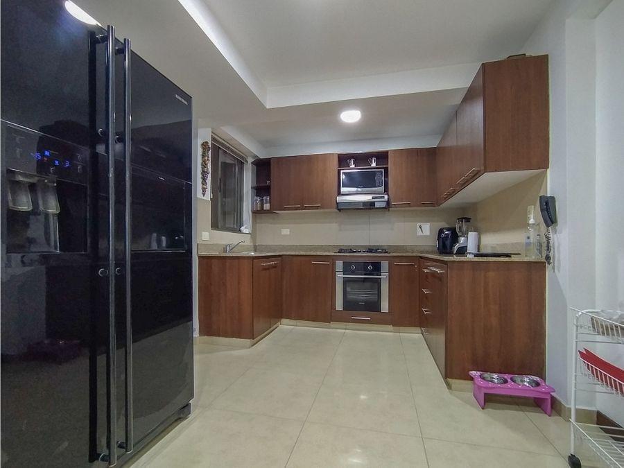 amplio apartamento en el poblado la tomatera