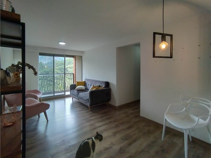 se vende apartamento en la castellana negociable
