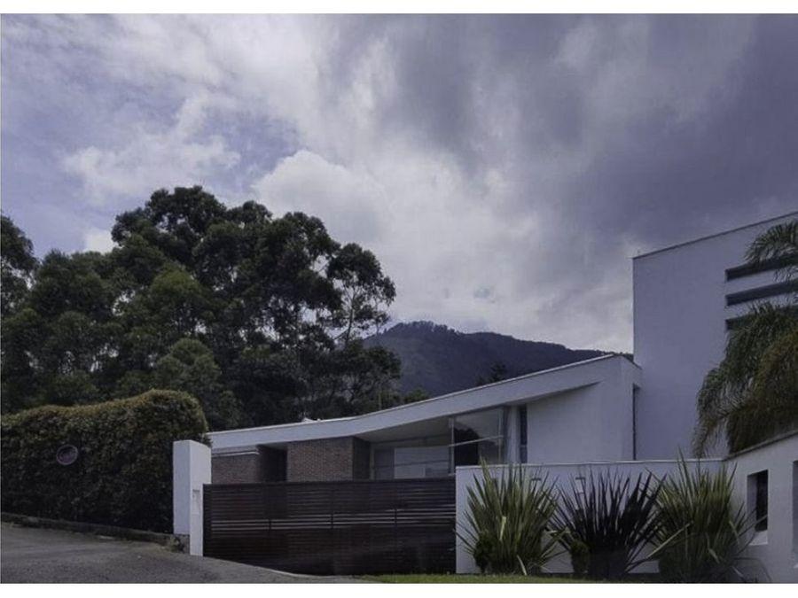 se vende moderna casa en el mirador del poblado