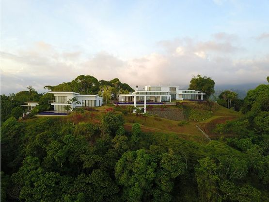 se vende espectacular mansion en bahia ballena