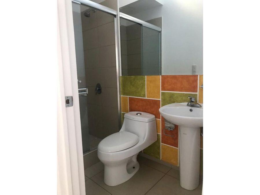 se vende casa en condominio palermo heredia
