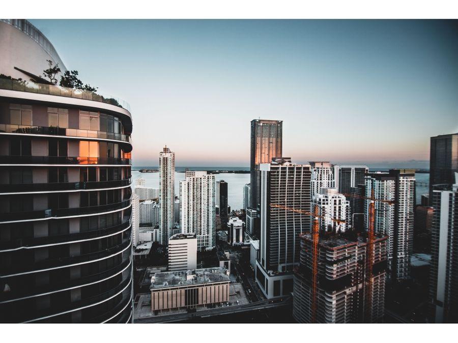 se vende lujosos apartamentos en aston martin residences miami