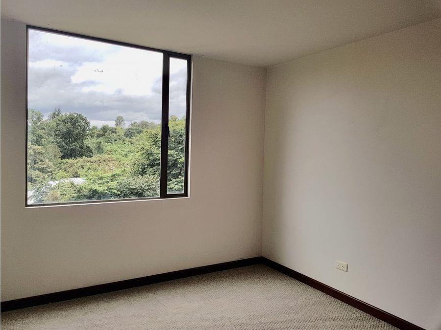 arriendo lindo apartamento en altos de la colina