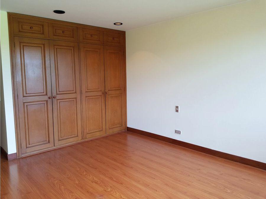 arriendo amplio apartamento en recodo del country